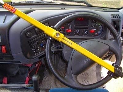 memasang pengamanan ekstra pada mobil untuk menghindari tindak kejahatan
