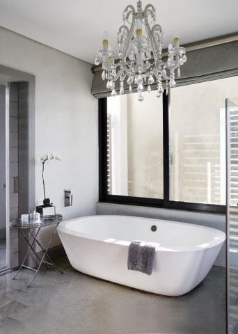 Łazienka w szarości i bieli