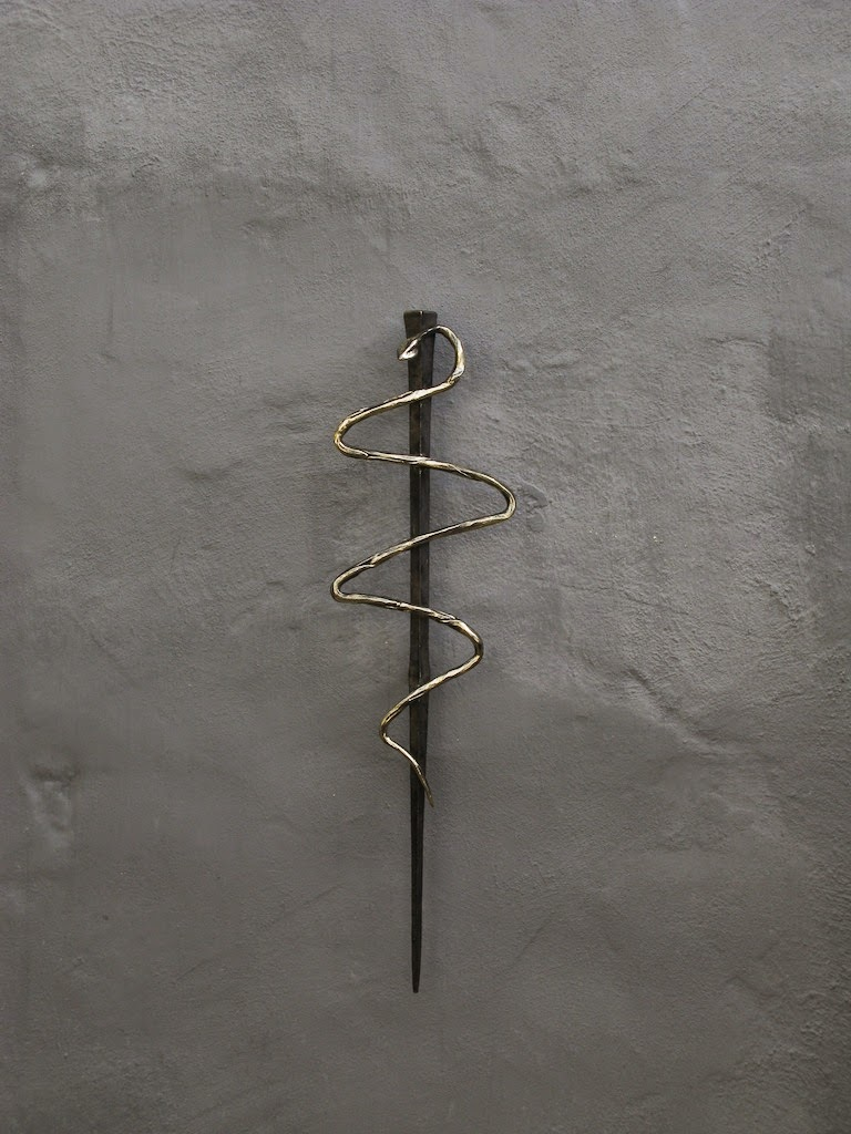 """picaporte asclepio"",tirador de bronce forjado, designed by Hans Some, Alicante-España,2014"