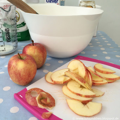 Äpfel, Apfelscheiben, Schneidebrett, Camping