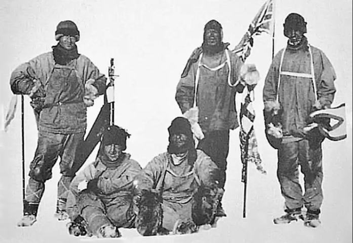 Роберт Фалкон Скотт со своей экспедицией достиг южного полюса земли