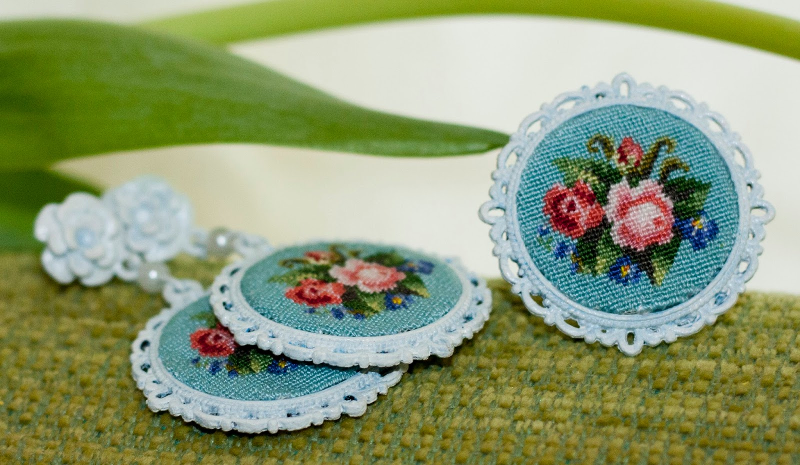 серьги и кольцо , шебби шик , украшения с вышивкой petit point - автор Екатерина Пинчук