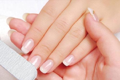 7 Cara Merawat Kuku Secara Alami Agar Mengkilap Putih Bersih