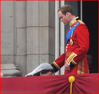 looks like Kate Middleton is giving Prince William a blow job