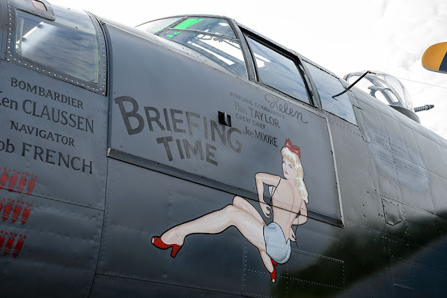 Briefing Time nose art