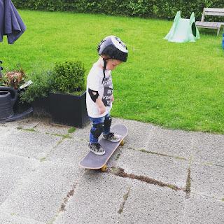 ondeugende spruit wagenpark skateboard