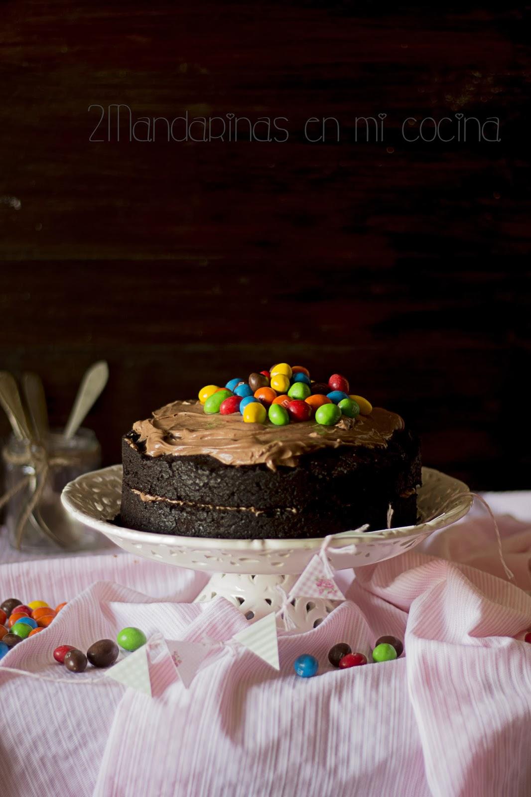 Tarta rústica de chocolate con M&M`s