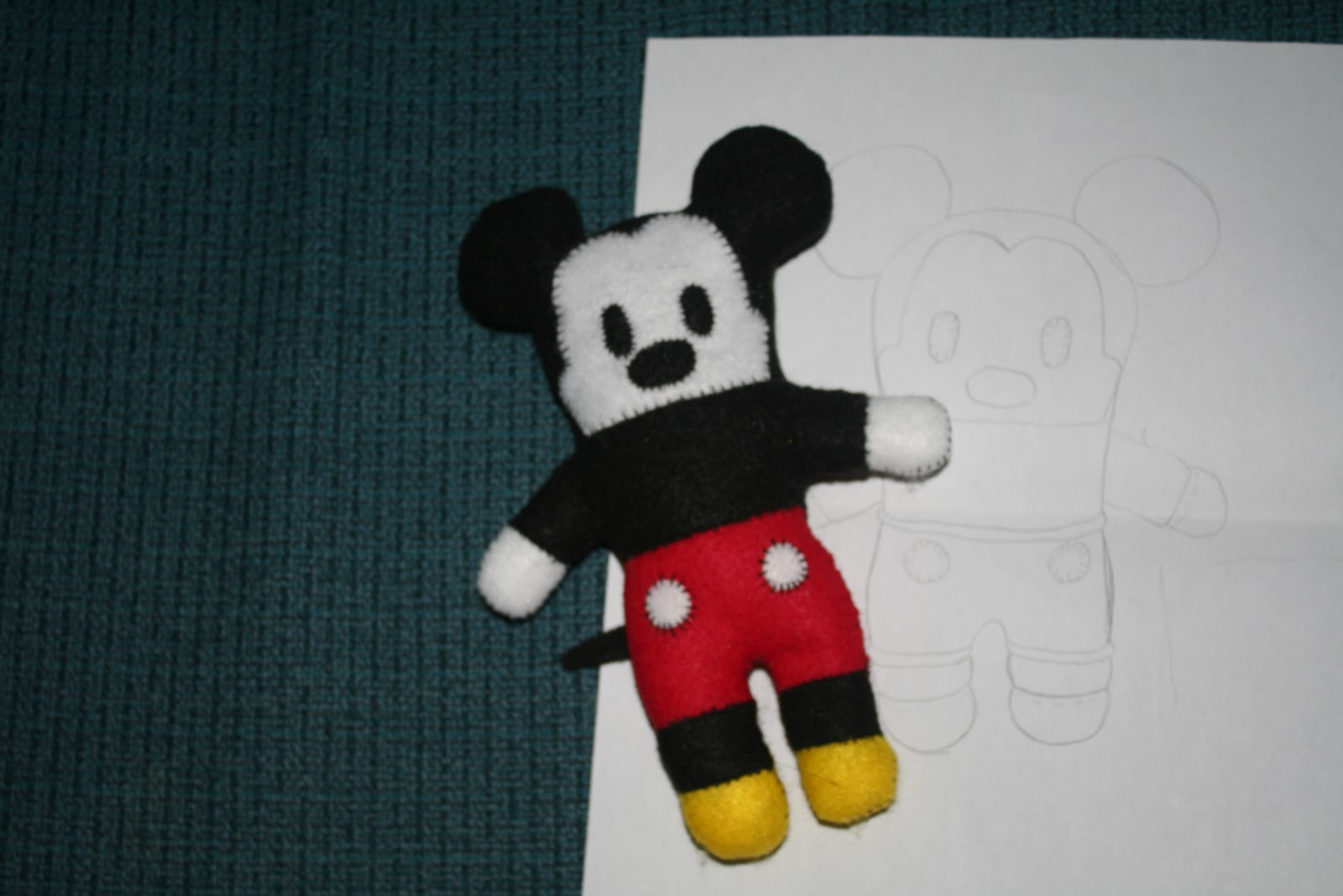 The better Real Life: DIY Mickey Mouse 2D plushie including free pattern