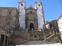 Plaza de San Jorge y el exterior de la Iglesia de San Francisco Javier