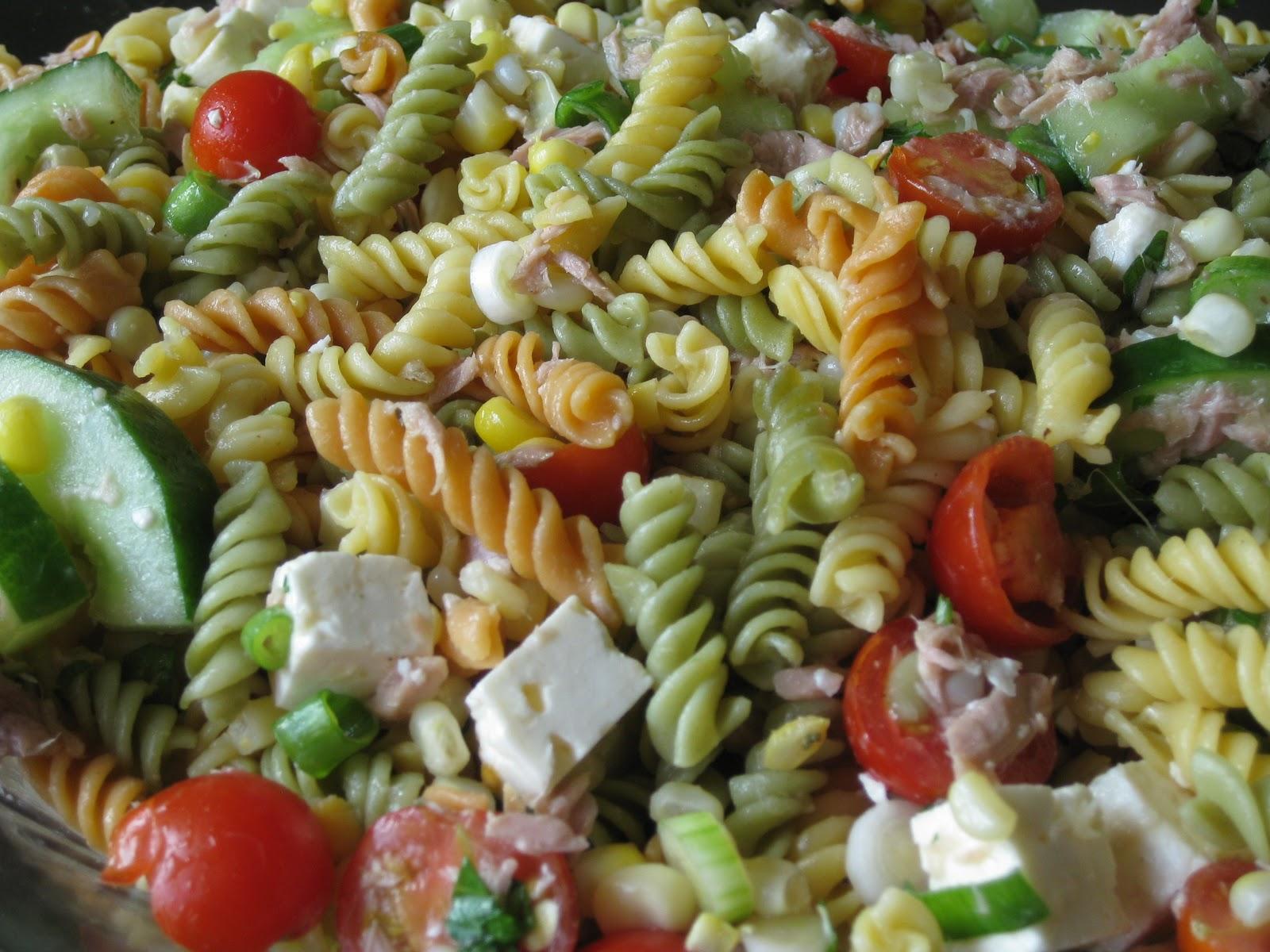 salade de p tes au thon au ma s et aux tomates cerises bedon gourmand. Black Bedroom Furniture Sets. Home Design Ideas