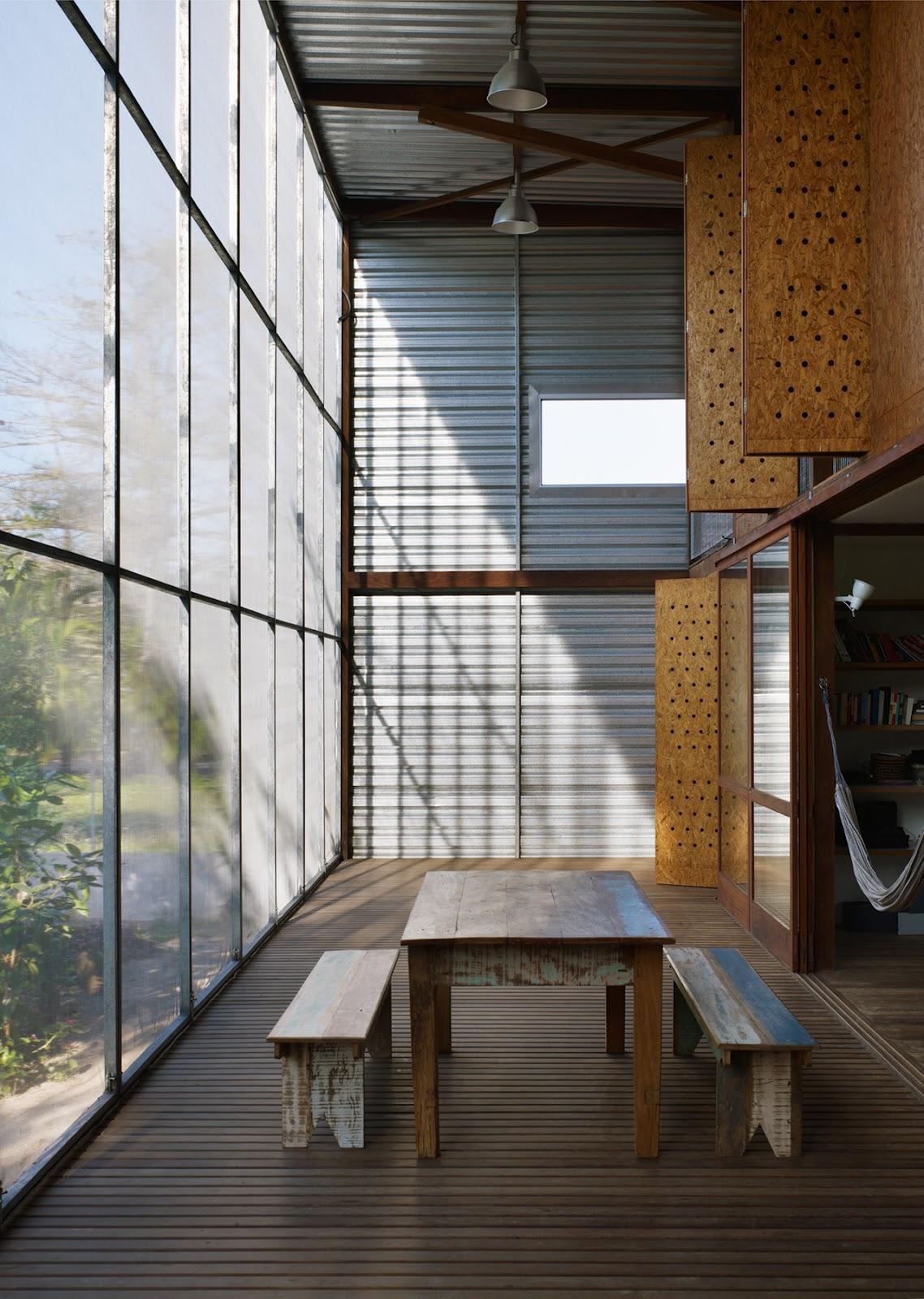 banheiros o piso é um revestimento de manta pré fabricada butílica #664528 1138 1600
