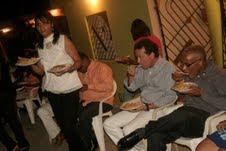 Diputado Ito Bisonó comparte cena navideña con familias pobres de SC
