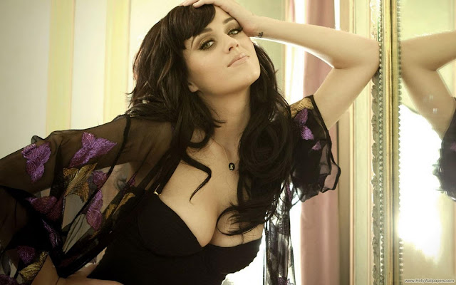 Katy Perry 2011 December Wallpaper