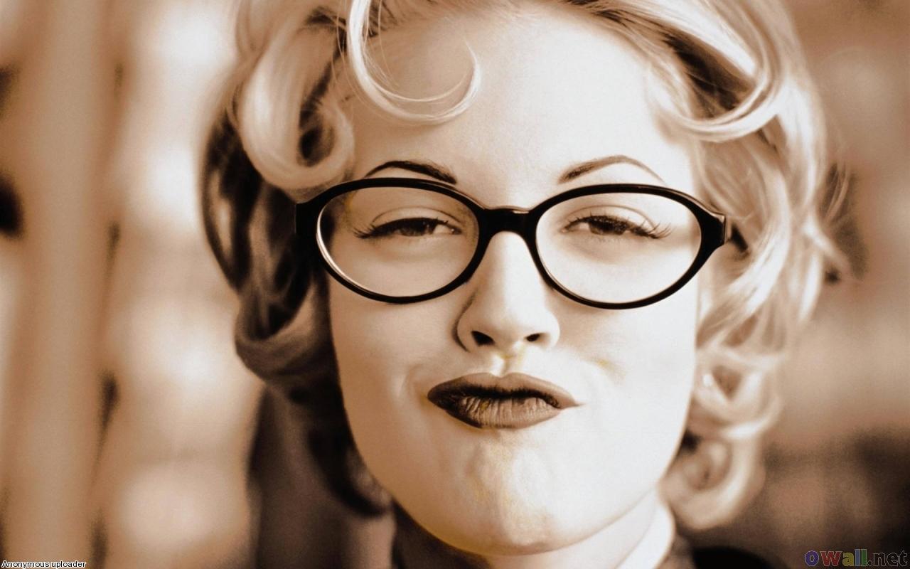 http://2.bp.blogspot.com/-L-ghr0Vvqp4/UBLZf06RdPI/AAAAAAAAUHQ/fkTqefyH5oQ/s1600/drew_barrymore_wearing_glasses_1280x800.jpg