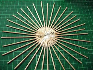 cómo hacer un mini-espejo de aire retro con palitos de brocheta-
