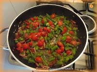 Tagliatelle con asparagi, pomodori secchi e speck