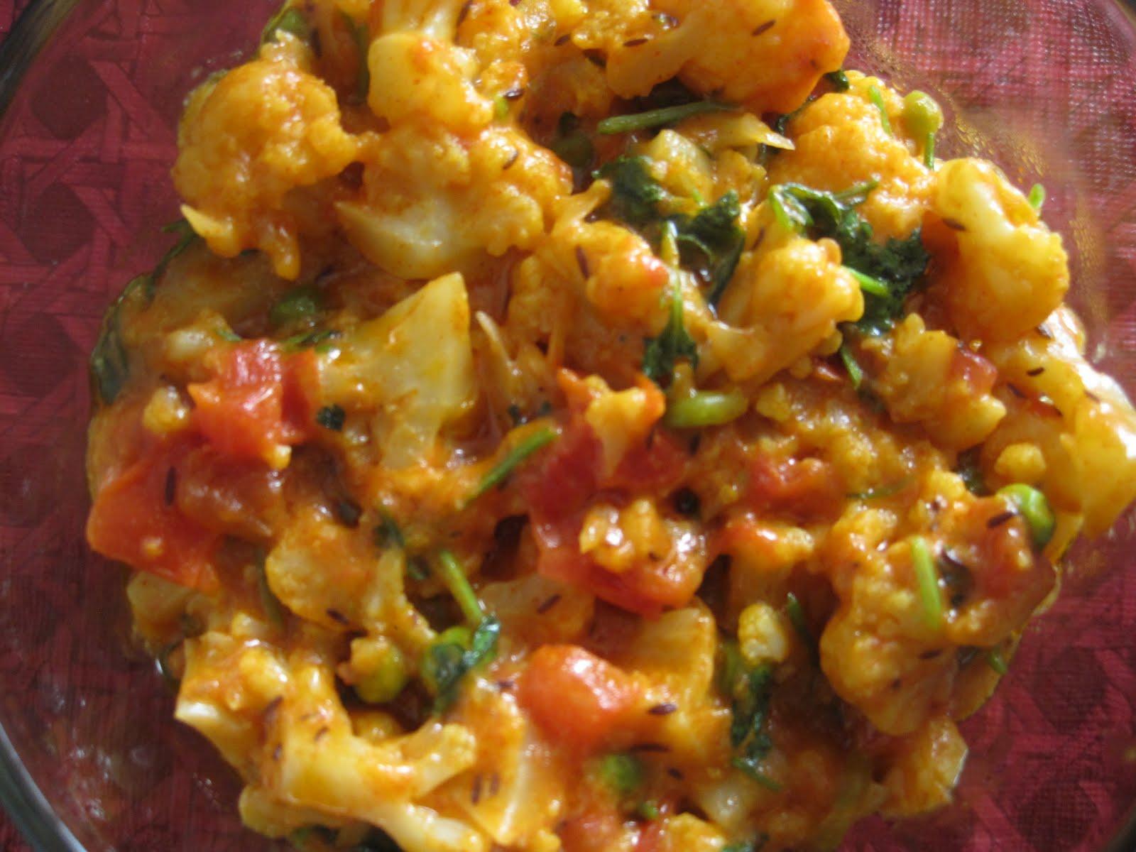 Ruchimayam: Dudh Gobi / Milky Cauliflower Curry