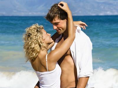 imagenes de enamorados en la playa