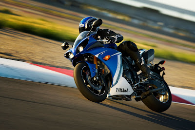 2011 Yamaha YZF-R1 In Action