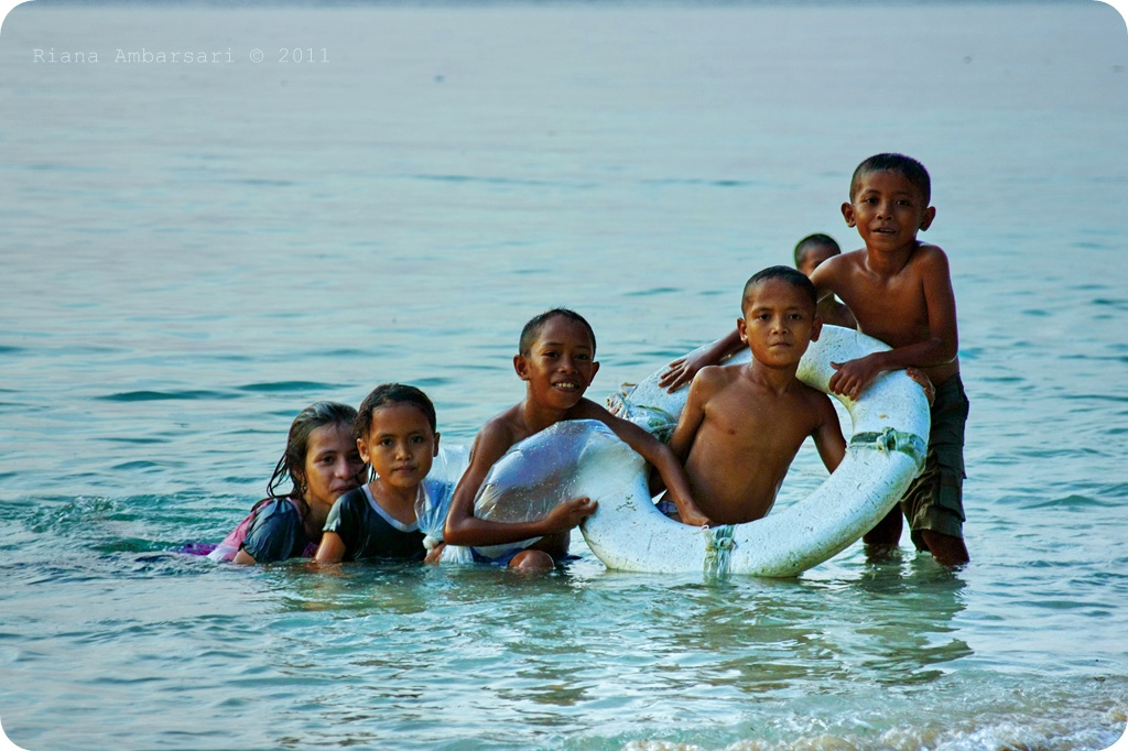 Children of Bajo Tribe