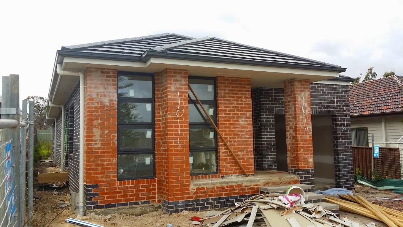 Mark pete 39 s new home mcdonald jones homes 39 douglas for Omni garage door