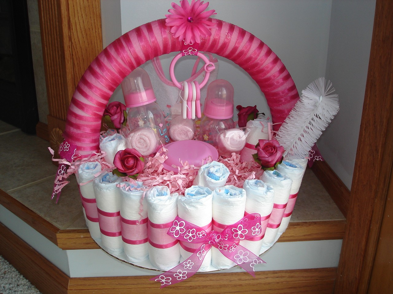 Diaper Cake Centerpiece For Baby Shower : Baby Shower Cakes: Baby Shower Diaper Cake Gift Ideas