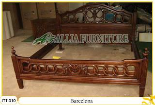Tempat tidur ukiran Jepara kayu jati Barcelona