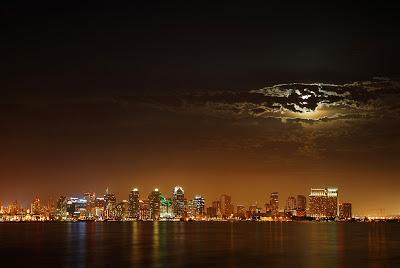 أفضل صور عام 2006، صورة للقمر فوق مدينة سان دييغو