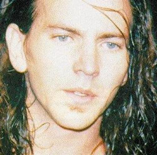 Eddie Vedder, so young, love love me some Pearl Jam ... Young Eddie Vedder