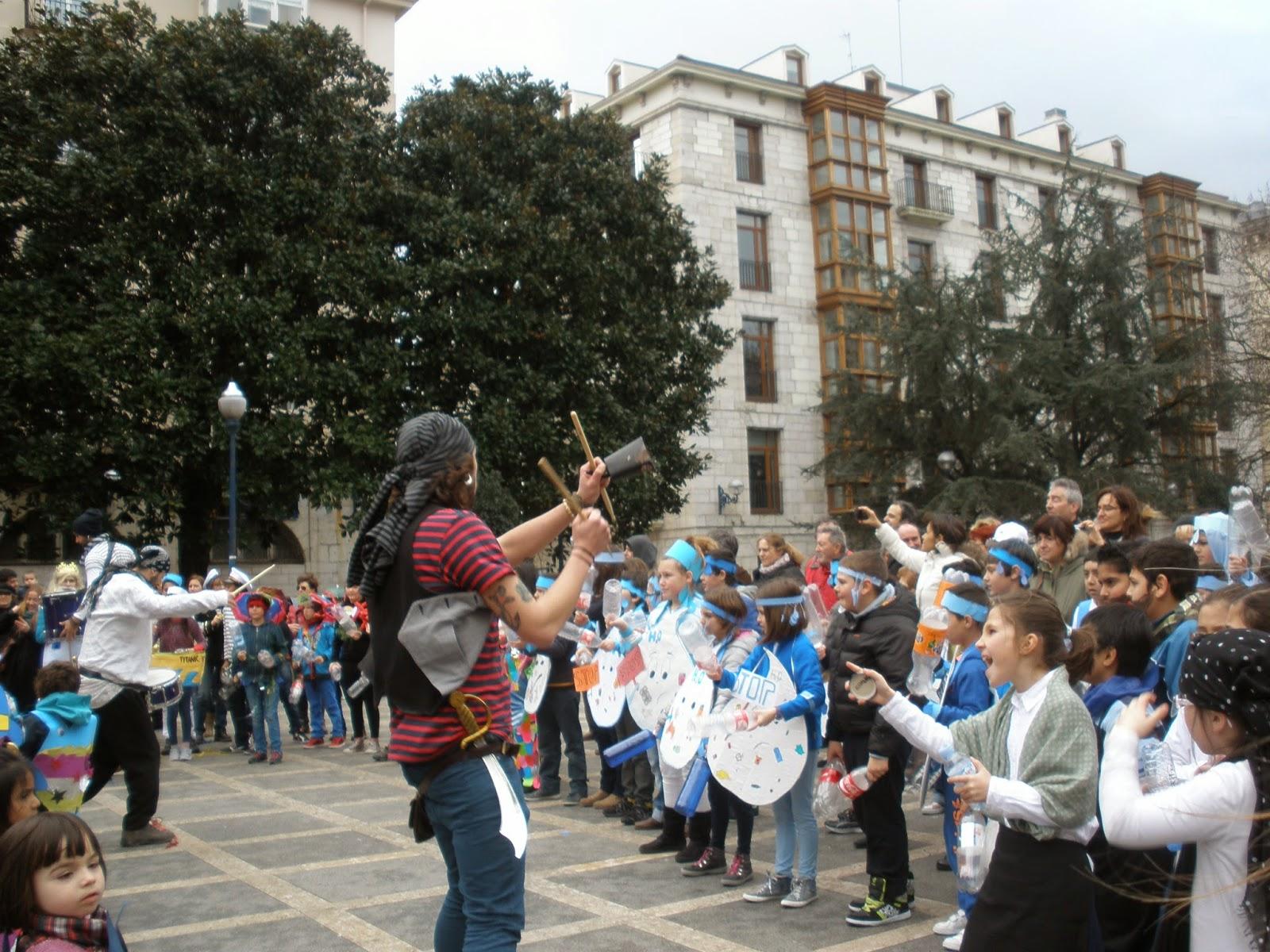 Desfile  hacia la Plaza Pombo