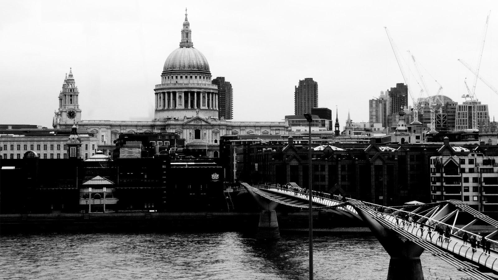 Millennium Bridge London free desktop backgrounds and