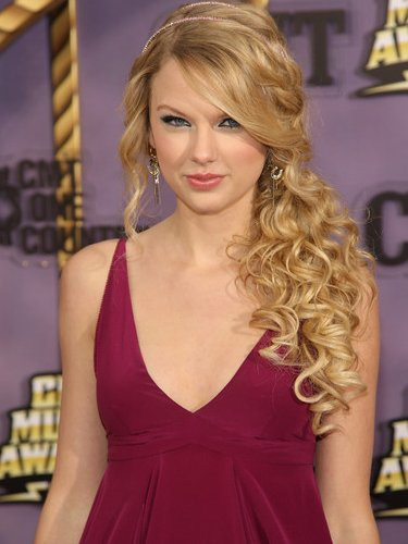 prom hairstyles 2011 curly to side. prom updos 2011 pictures. prom