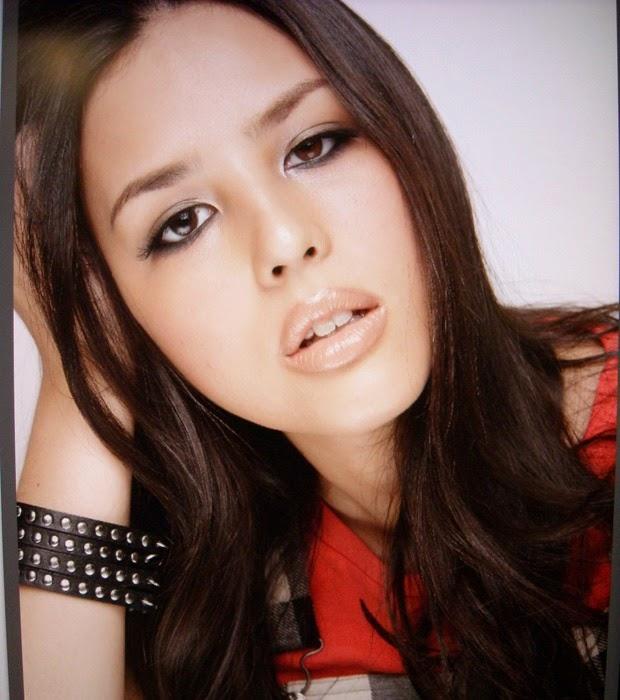 Yanna começou a carreira como miss e modelo no Japão e hoje como a Ana Fátima, na novela Além do Horizonte