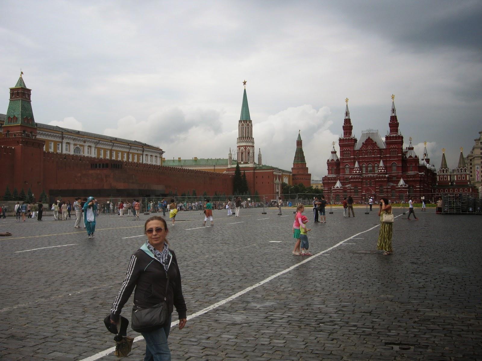 Moskova ve diğer Rus şehirlerindeki Komsomolskaya Meydanı 14