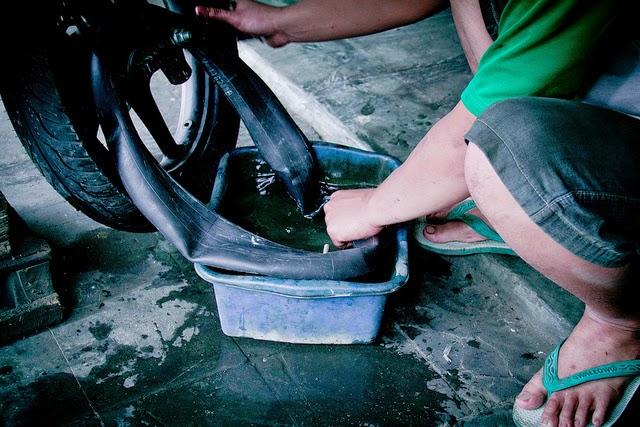 3 Penyebab Ban Motor Sering Bocor