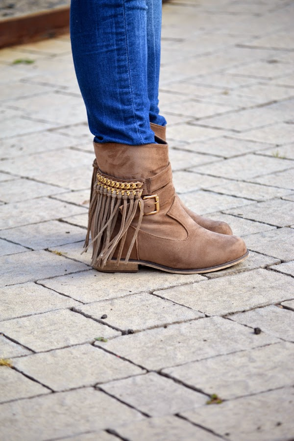 look_outfit_parka_botas_flecos_bolso_reversible_lolalolailo_04