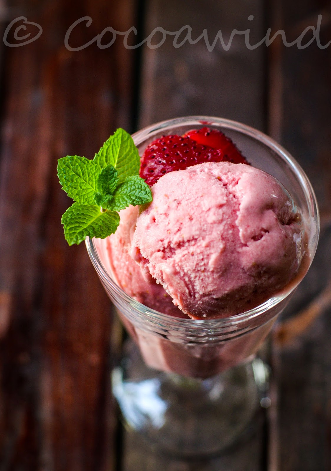 Strawberry FroYo - No churn Frozen Yogurt