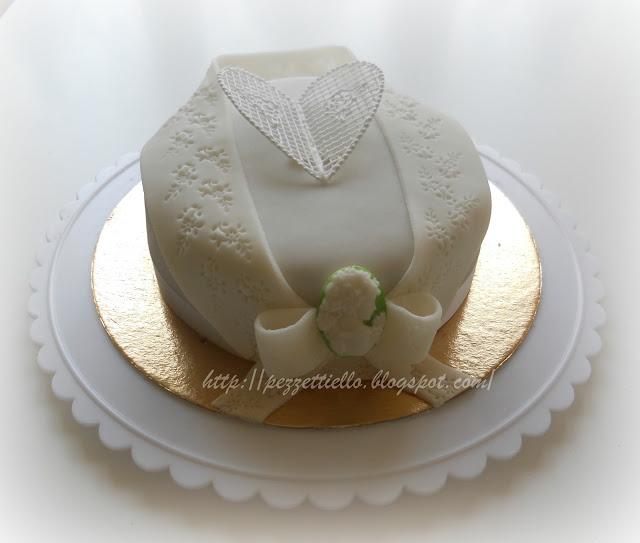 (PDZ-SAP) Torta elegante con cameo decorata in ghiaccia reale pizzo