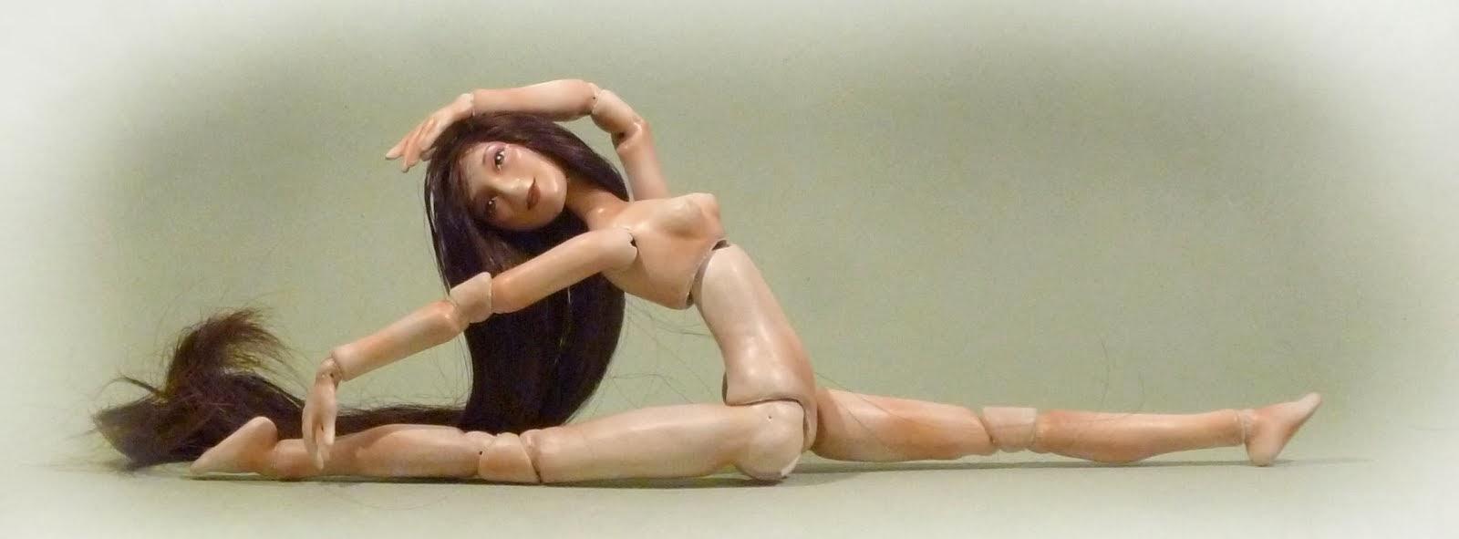 Muñeca con cadera de bailarina, en blanco