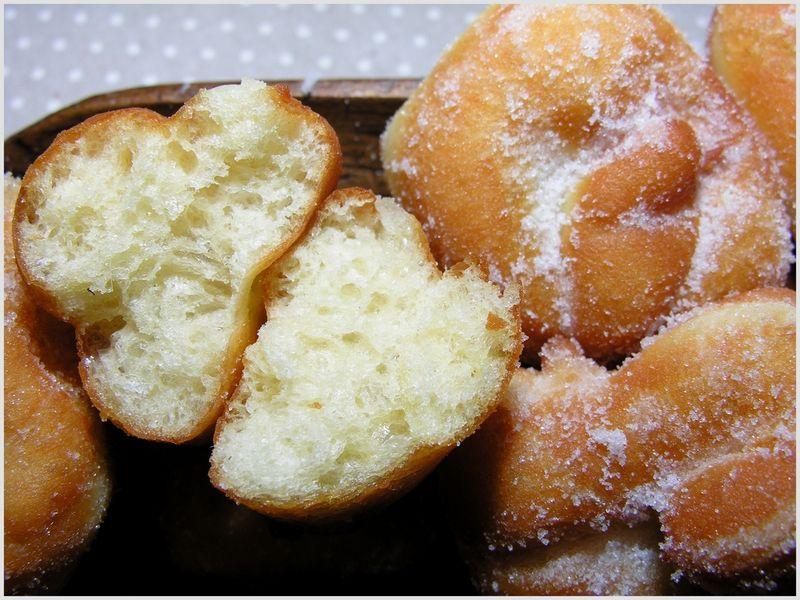 Beignets de carnaval 2 les pieds sous la table - Recette beignet au sucre moelleux ...