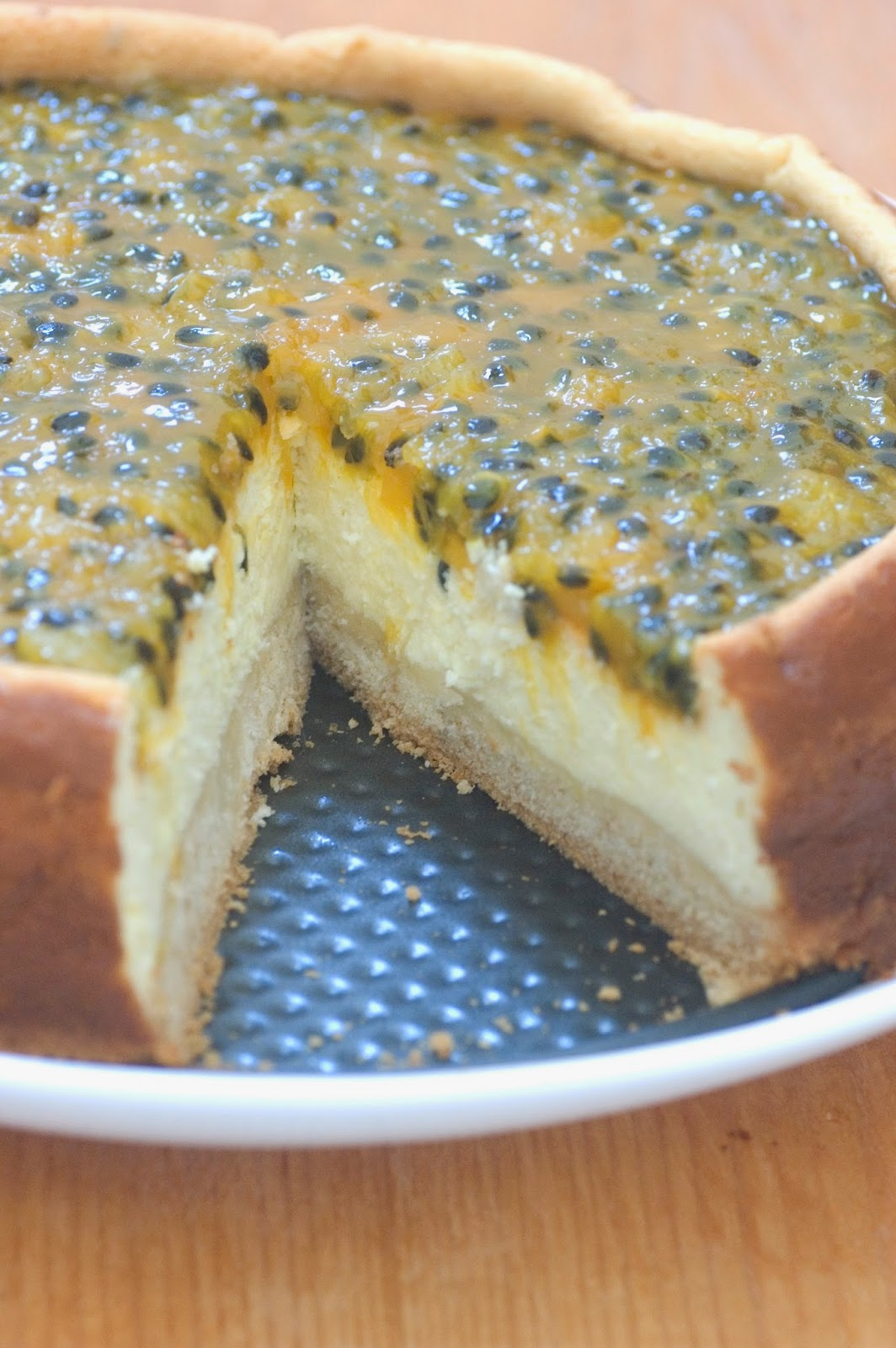 עוגת ריקוטה עם שוקולד לבן בציפוי פסיפלורה