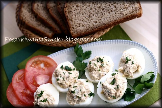 Jajka faszerowane pastą z wędzonej makreli i twarożku