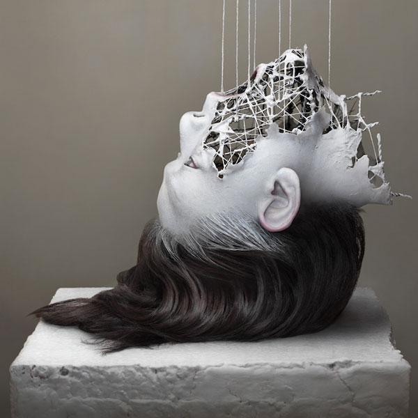 Artista cria belas esculturas surreais com partes fragmentadas de corpos