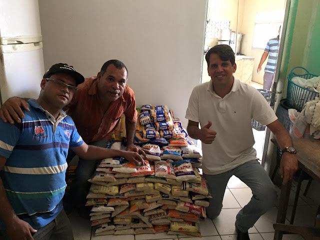 http://www.blogdofelipeandrade.com.br/2015/11/solidariedade-pauluca-realizou-entrega.html