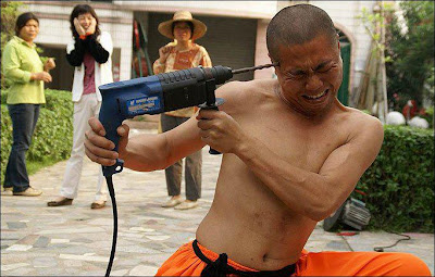 SHAOLIN MONK DRILL HIS HEAD