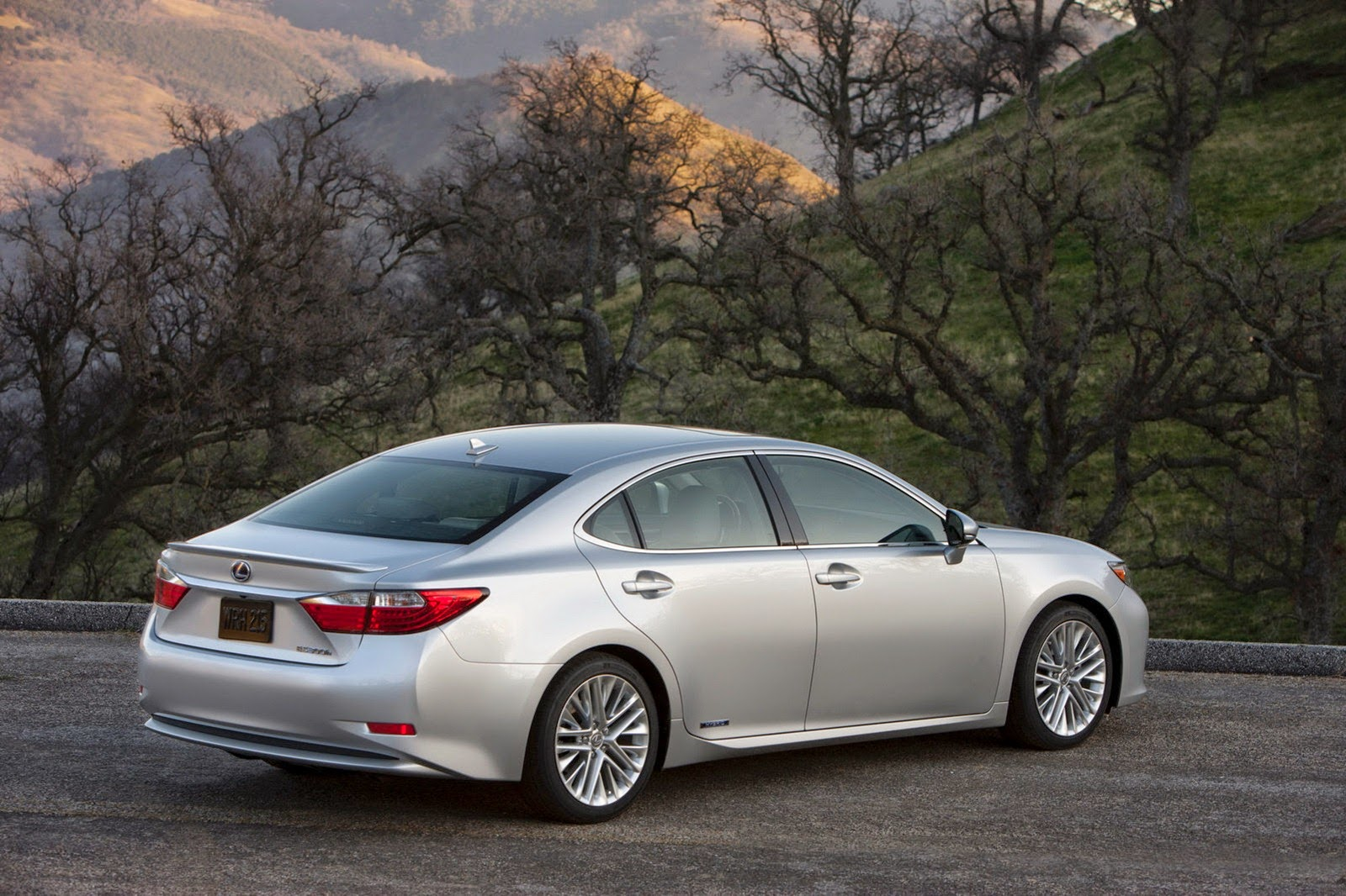 Lexus ES 350 Review and Price 2015
