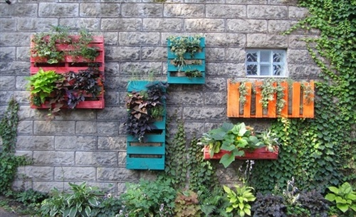 Pallet Furniture Plans: Pallet Garden - Exterior Beauty DIY Ideas
