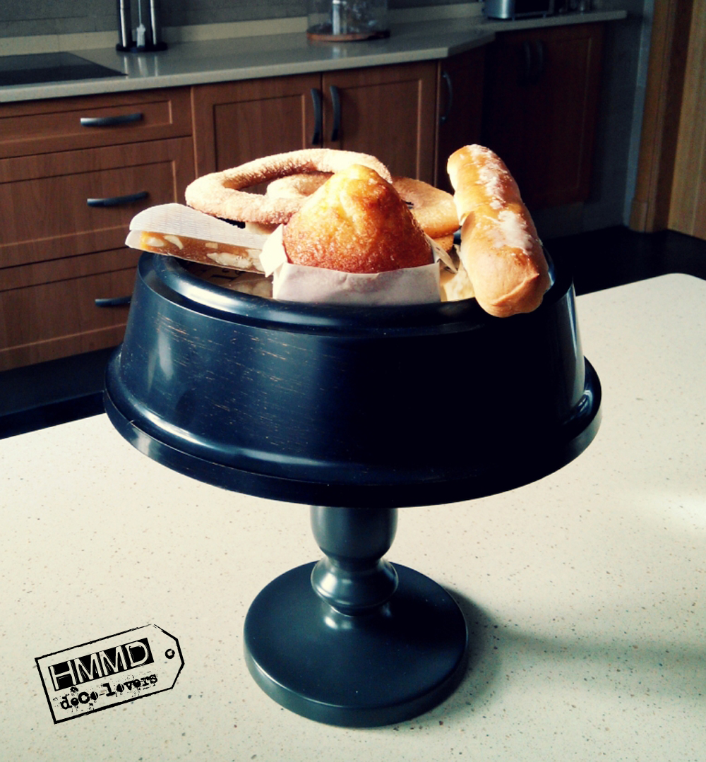Soporte para dulces con un reloj by HMMD. Handmademaniadecor. Original idea para presentar la merienda o el desayuno más cool. Soporte vintage para dulces hecho con un reloj. Sweet stand for special breakfasts or suppers. Vintage cake stand.