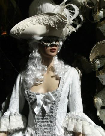 ~SÁBADO DE MARATÓN DIVAGUÍSTICO~ Venecia S. XVIII: Baile de máscaras Fotos-venecia-mascaras-carnaval-001-350x450