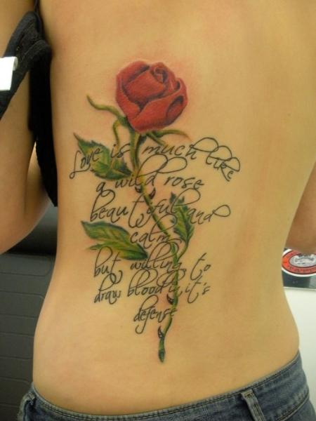 Tatuaje de Rosa y frase de amor